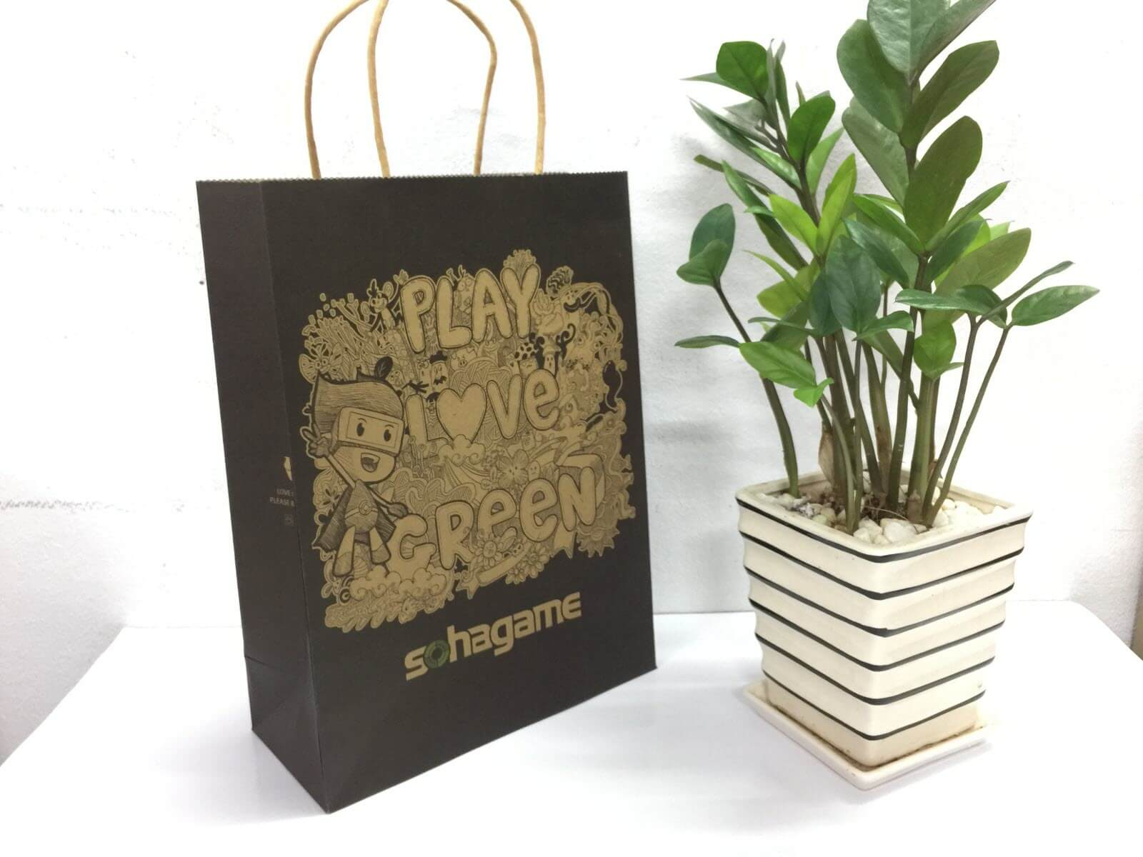 Túi giấy Sohagame - Chất liệu giấy Kraft